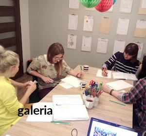 <span>Galeria</span><i>→</i>